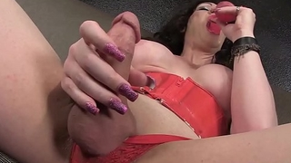 Shemale Kimber Haven dildos her ass until she cums