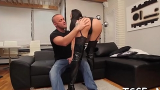 Guy loves engulfing tranny'_s cock and balls and fucking her ass