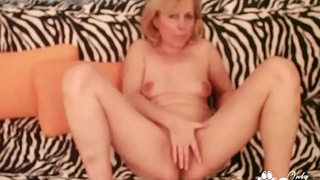Kolo Blond Tastes Her Mature Old Pussy Juices